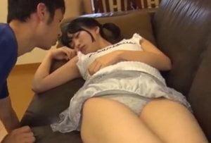 日泉舞香 パイパンロリ妹が昼寝中にたまらずオナる兄!起きた妹はチンポを見て発情…