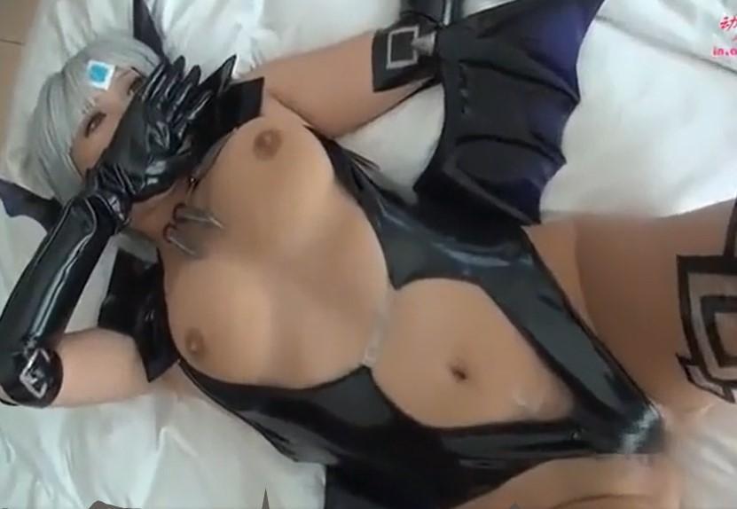 素人レイヤーのパイパンアソコに中出しして膣圧で鳴るびゅるる音