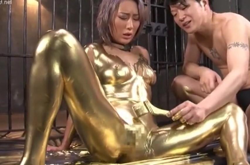 AIKA 金色ペンキのハケでパイパンおまんこ刺激され大量潮吹きするGAL