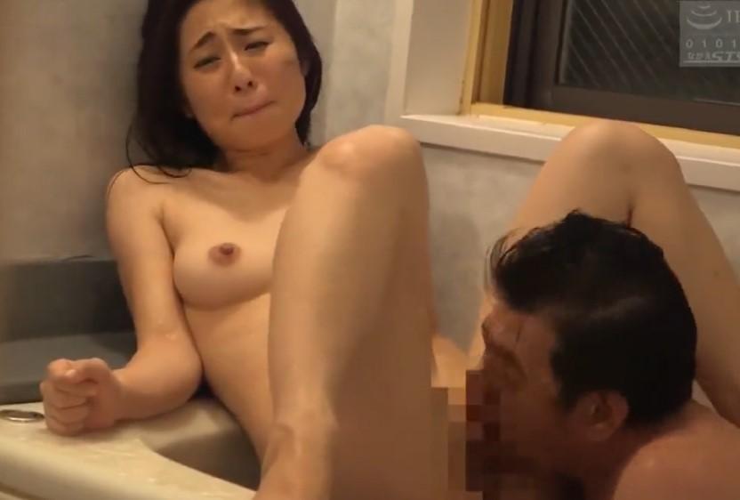 前田可奈子 旦那の目を盗んで逆らえないパイパン女でこっそり性処理