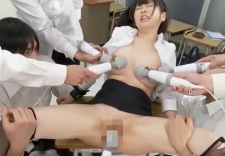 【ひなみれん】色白カラダの巨乳を晒すツルマン女教師は電マで潮吹き