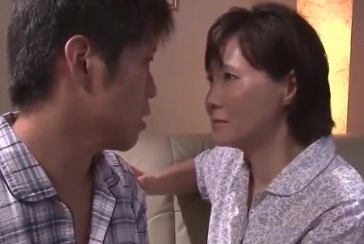 赤坂ルナ 互いの欲望を埋める無毛ワレメ義母と若い娘婿の禁断の関係