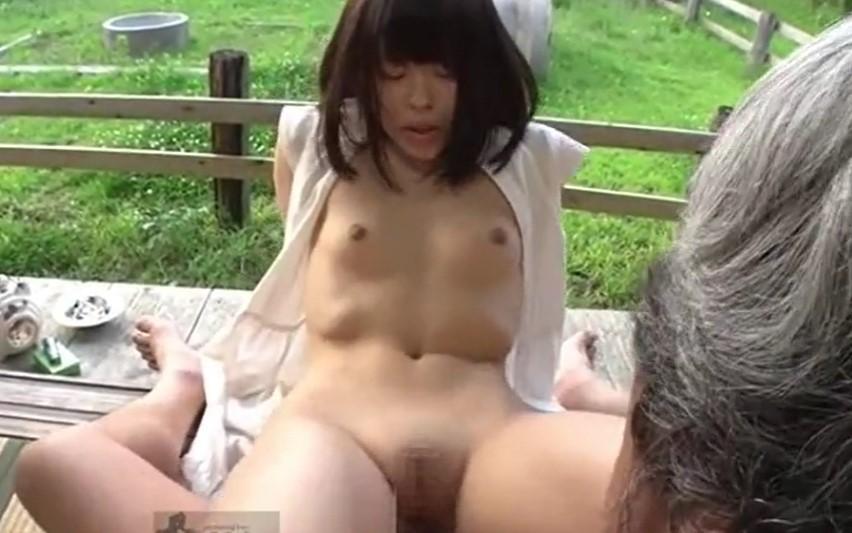 武藤つぐみ 夏の縁側で祖父と近親相姦セックスするパイパン小学生