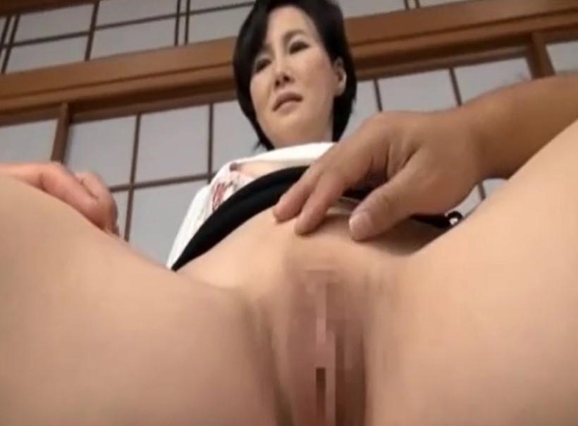赤坂ルナ 五十路熟女がパイパンの美マンを見せつけオナニーまで披露