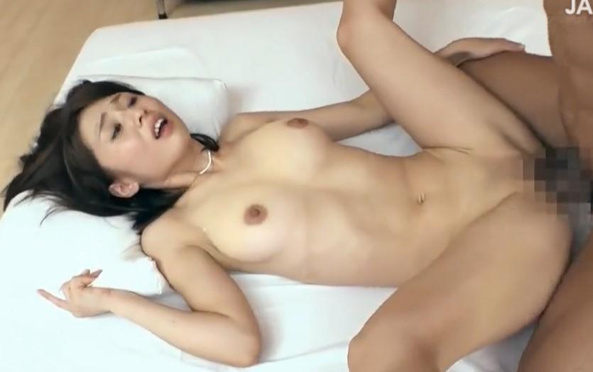 前田可奈子 SEXしたくてAV応募してきたパイパン人妻の恥ずかしい体位