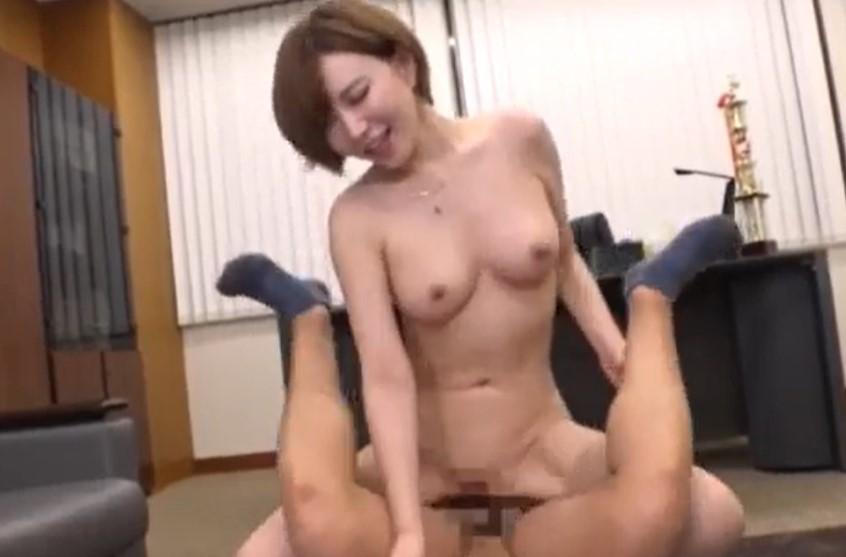 里美ゆりあ パイパンビッチな女教師が男子生徒を誘惑し性処理させる