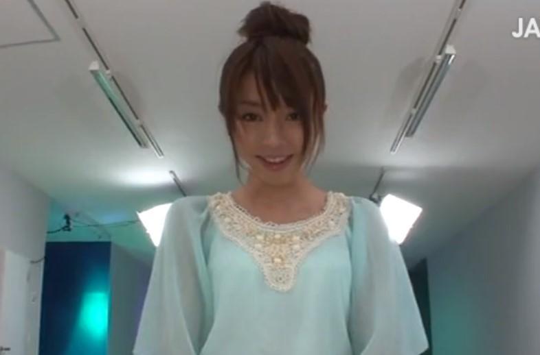 長谷真理香 このカワイイ顔から想像つかないエロい4Pをする淫乱パイパン美少女